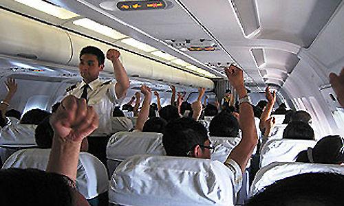 Вообще, падающий самолет олицетворяет потерю контроля над своей жизнью.