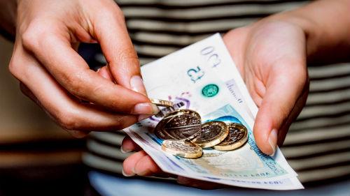 Вы берете деньги взаймы — человек, у которого вы во сне берете деньги — вам верный друг.