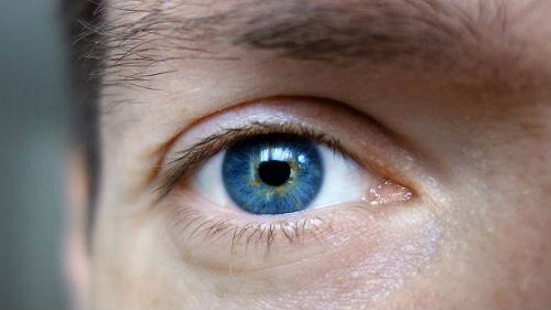 Если во сне вы увидели, что ваше зрение ухудшилось или вы нечетко видите что-то, то вас ждут денежные затруднения или болезнь ваших близких.
