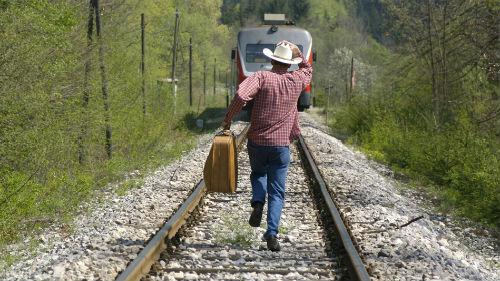 к чему снится бежать за поездом по рельсам